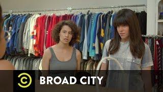 Broad City - Making Bank at Beacon's Closet