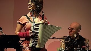 "Rachelle Garniez and Thomas Dolby:  ""La Vie en Rose"""