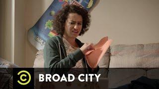 Hack Into Broad City - Ilana Hates Gum