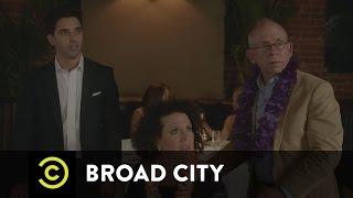 "Broad City - Abbi's ""Mrs. Doubtfire"" Moment"