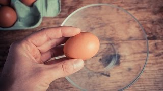 How To Correctly Crack Open an Egg