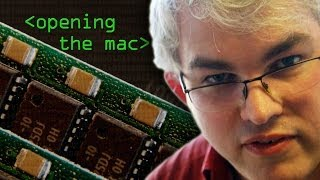 Opening up the 30yr old Mac - Computerphile